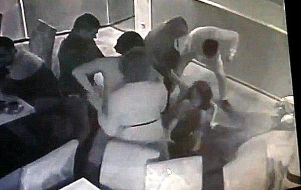 В днепропетровском кафе 8 марта мужчины избили женщин