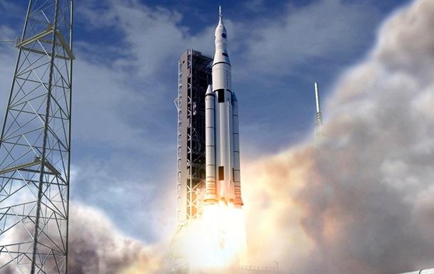 В США испытали сверхтяжелую ракету для полетов на Марс