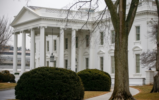 Агенты Секретной службы врезались в ограду Белого дома
