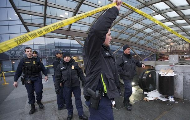 В  туннеле метро Вашингтона полицейский застрелил человека