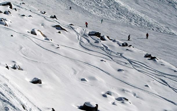 В Альпах самолет при аварии задел лыжницу винтом