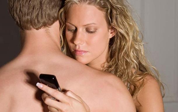 Эксперты рассказали, как смартфоны влияют на сексуальную жизнь
