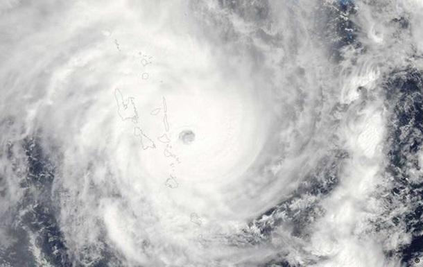 Ураган Пэм унес жизни более 40 человек