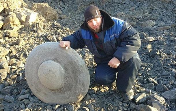 В Сибири нашли камень в форме летающей тарелки, которому 260 млн лет