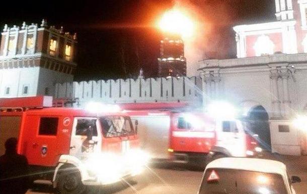 Пожар на колокольне Новодевичьего монастыря в Москве локализован