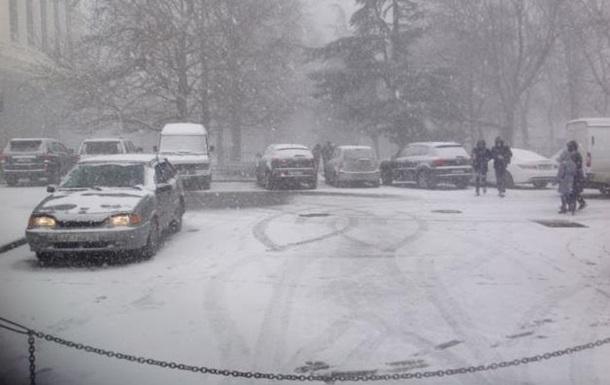 Снегопад в Крыму: без света остались 18 тысяч человек