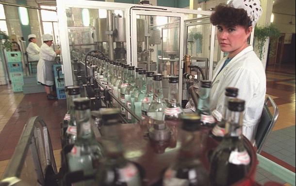Производство водки в Украине в феврале сократилось на 36,6%