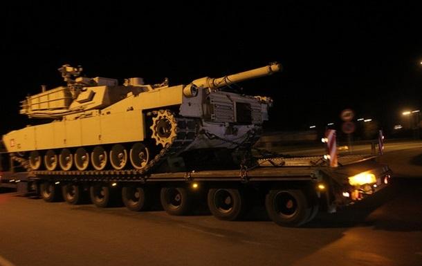 Колонна американской военной техники пересекла Латвию