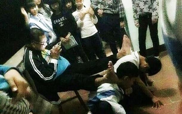 Учитель из Китая шокировал мир странным наказанием учеников