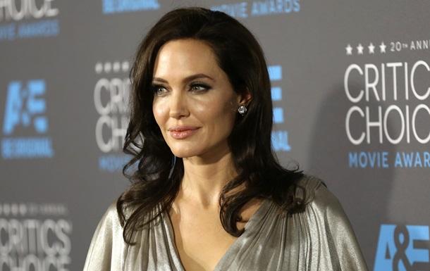 Анджелина Джоли удалила яичники и фаллопиевые трубы