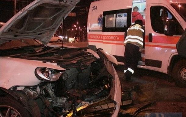 В Киеве произошло лобовое столкновение двух иномарок