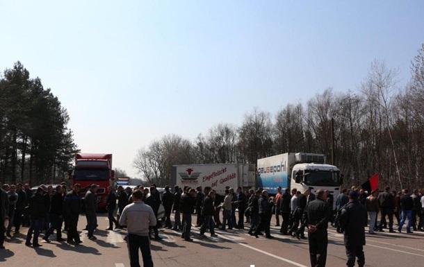 На Волыни митингуют шахтеры: перекрыли дороги