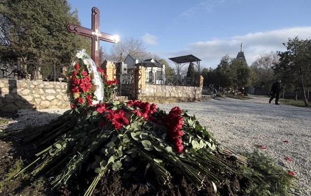 В Севастополе могилу сына Януковича охраняет собака