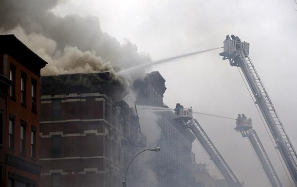 В центре Нью-Йорка рухнуло охваченное огнем здание