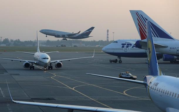 В московском аэропорту столкнулись два самолета