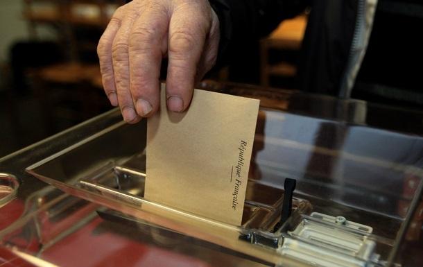 На выборах во Франции партия Саркози обошла партию Олланда