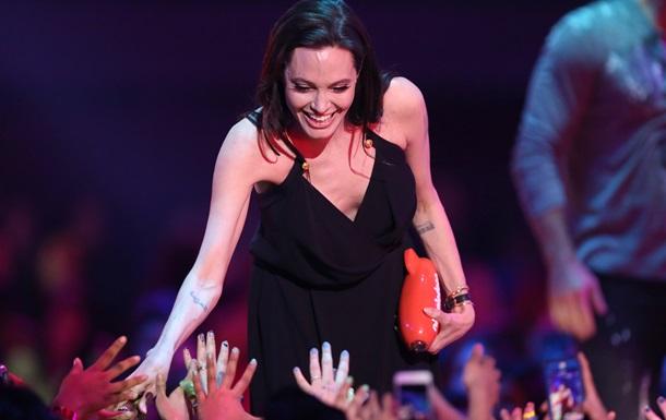 Анджелина Джоли возглавила рейтинг самых знаменитых феминисток