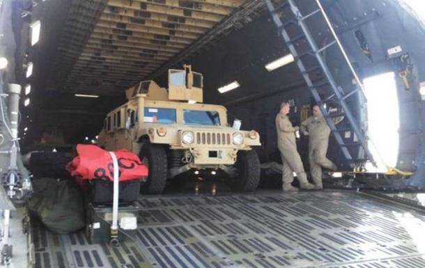 Появилось видео, как Украина получает американские броневики Хамви HMMWV
