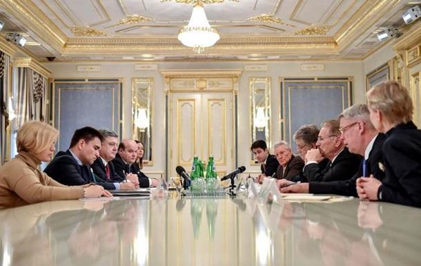 Порошенко: Решить ситуацию на Донбассе можно только миротворцами