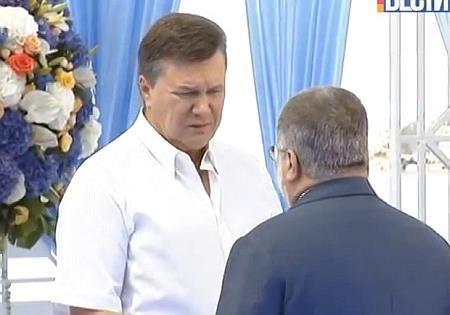 Коломойский возрождает «партию регионов»
