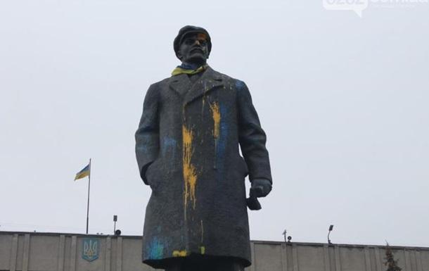 В Славянске пытались снести памятник Ленину