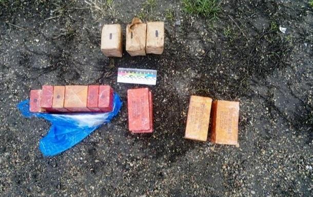 На Херсонщине задержали автомобиль с гранатами и взрывчаткой