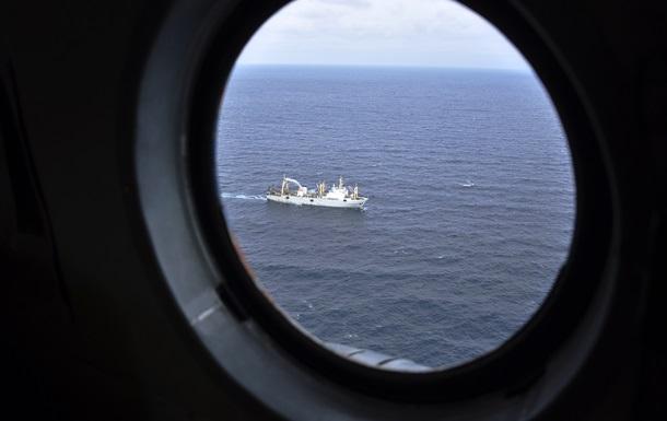 Возобновлены поиски 13-ти рыбаков с затонувшего траулера Дальний Восток