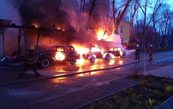 В Одессе сгорело кафе с ретро-автомобилями