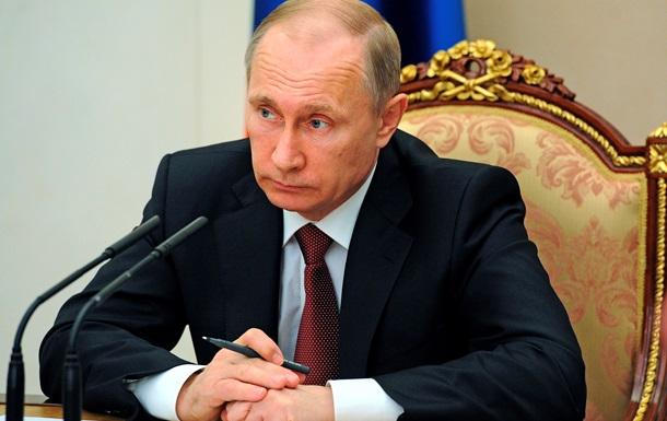 Путин заморозил зарплаты госслужащим