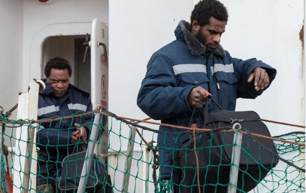 Иностранцев, спасшихся с затонувшего судна Дальний Восток, депортируют