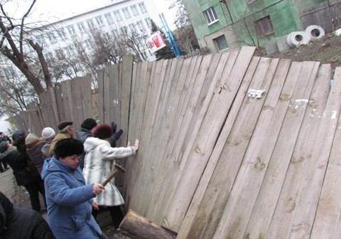 Незаконные застройки в Киеве: сносить нельзя, оставить?!