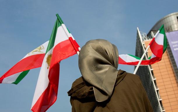 ЕС продлил санкции против 32 иранских компаний и банка