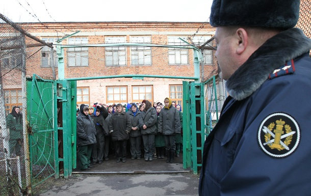 Путин предложил освободить по амнистии каждого десятого осужденного
