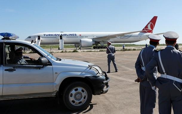 В аэропорту Стамбула у самолета взорвался двигатель