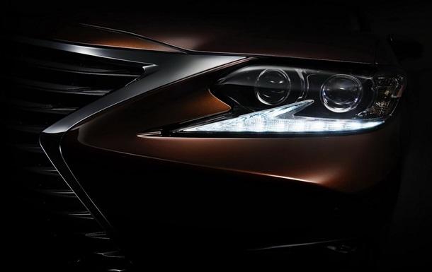 Lexus приоткрыл внешность обновленного бизнес-седана ES