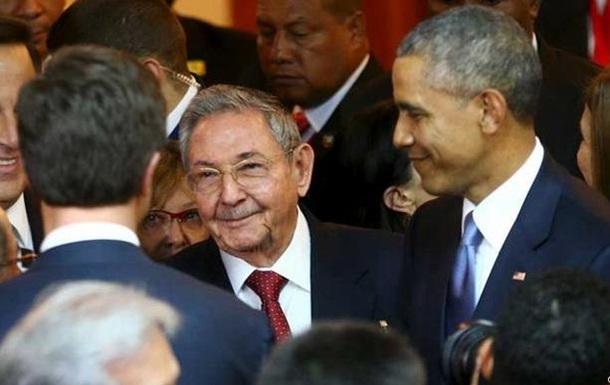 Обама и Кастро обменялись рукопожатием в Панаме