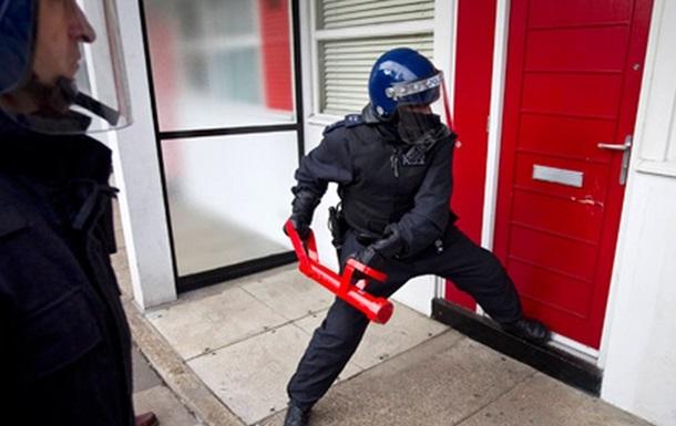 В Великобритании двое пьяных провели пять часов в банковском хранилище