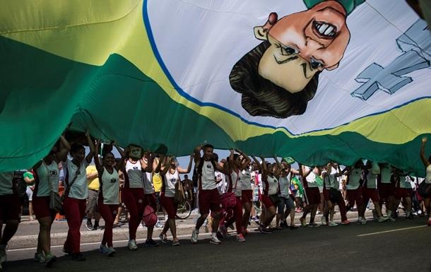 Сотни тысяч бразильцев протестовали против президента страны