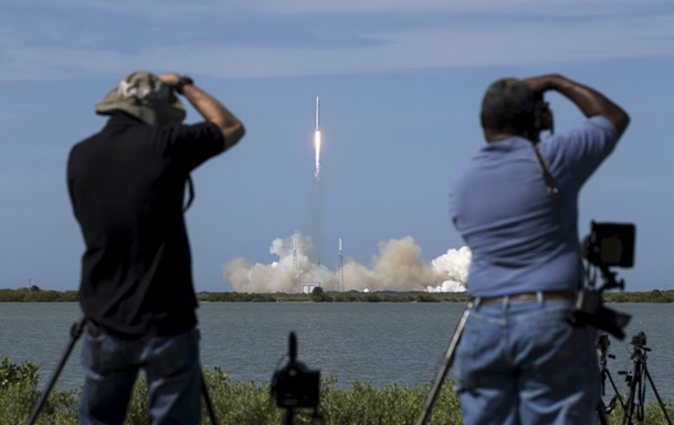 Частная компания SpaceX успешно запустила груз к МКС