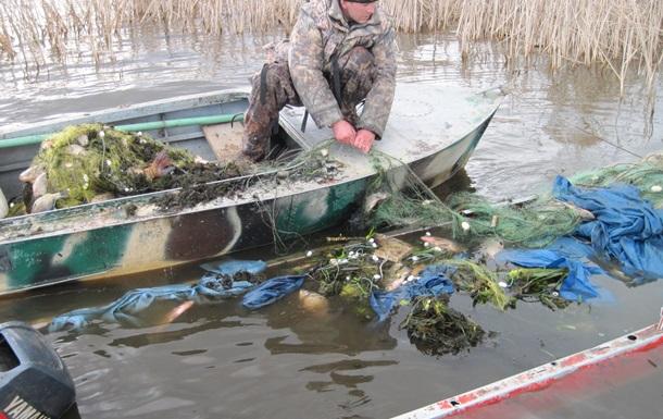 В зоне ЧАЭС перевернулась лодка с тремя браконьерами, одного еще ищут