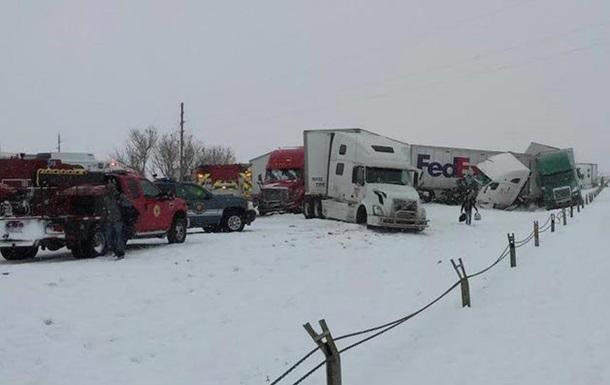 Около 70 автомобилей столкнулись из-за снежной бури в США