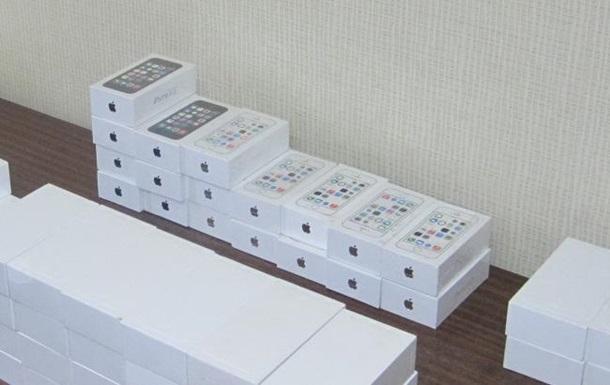 Украинец пытался вывезти в Россию iPhone на миллион гривен