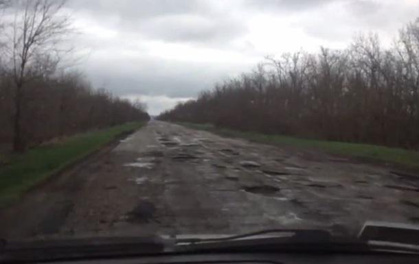 Куда идут акцизы с топлива? Для Яценюка сняли видео о состоянии дорог