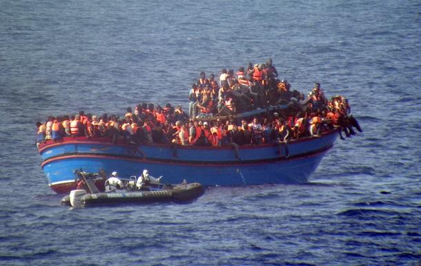 Судно с 300 мигрантами терпит крушение в Средиземном море