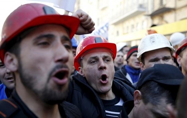 Возле Минэнерго произошла потасовка с шахтерами