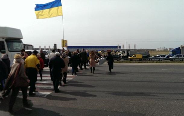 Митингующие перекрыли кольцевую дорогу в Киеве