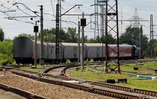 В Донецкой области подорвали поезд, движение остановлено