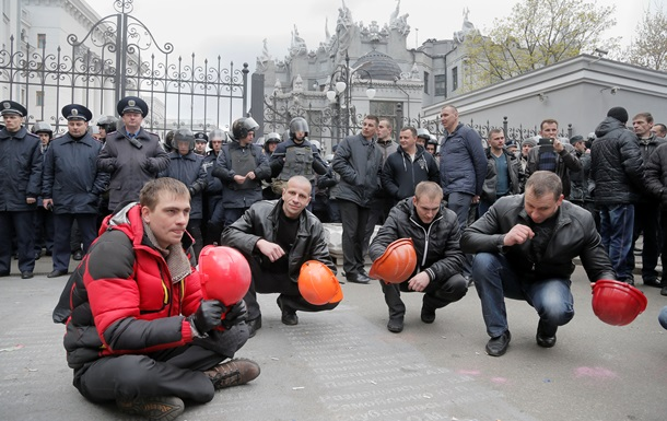 За себя или за Ахметова? Чего добиваются шахтеры в Киеве