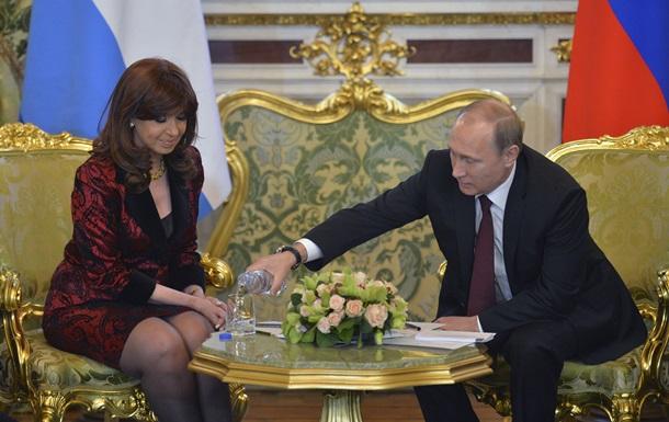 Путин забрал бутылку воды у президента Аргентины