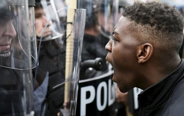 В Балтиморе произошли беспорядки после смерти афроамериканца
